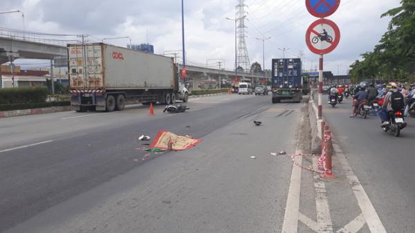 TP.HCM: Chạy tốc độ cao vào đường cấm, thanh niên bị container cán tử vong