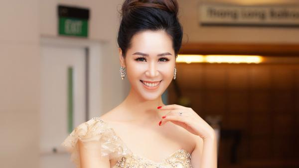 Dương Thùy Linh 35 tuổi vẫn thon gọn, quyến rũ