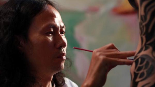 """Mẫu nude phản pháo, họa sĩ Ngô Lực cân nhắc kiện ngược nghi án """"hiếp dâm trong khách sạn"""""""