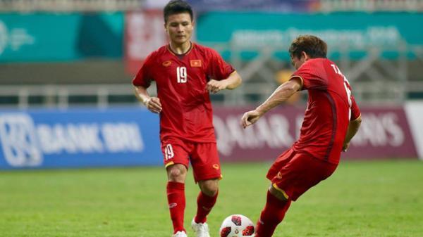 CĐV Việt Nam bật khóc, nhiều người an ủi cầu thủ U23 sau thất bại trước Hàn Quốc