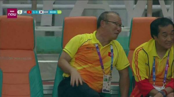 Lý giải nụ cười của thầy Park Hang-seo sau trận thua Hàn với tỉ số 1-3
