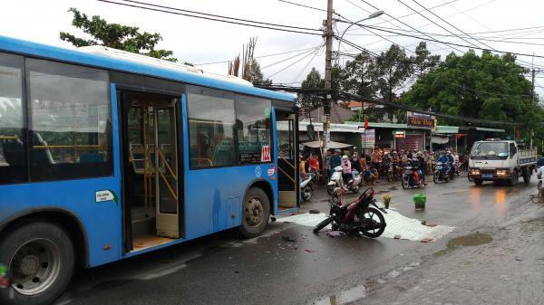 TP.HCM: Xe máy lấn làn ngược chiều tông trực diện xe buýt, nam phụ hồ 18 tuổi tử vong