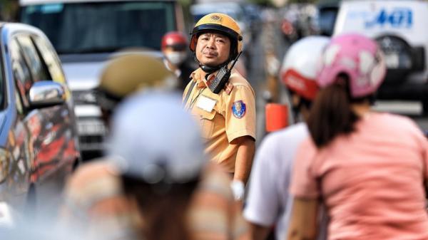 Nhiều tuyến đường Sài Gòn kẹt cứng vì hôm nay là một ngày đặc biệt