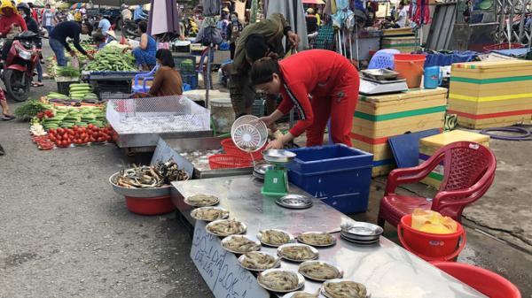 Khu chợ rẻ nhất ở Sài Gòn tăng giá gấp đôi, công nhân lo lắng