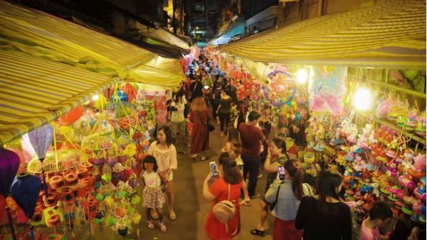 Nô nức dạo chơi ở phố lồng đèn rực rỡ sắc màu của Sài Gòn