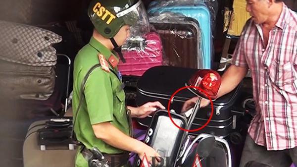 TP.HCM: Chủ sạp giao những tờ giống tiền cho tổ cảnh sát