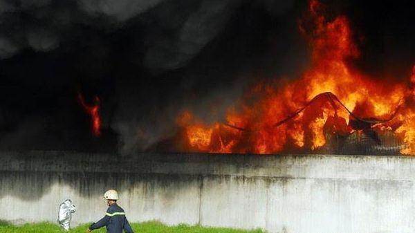 Cháy lớn xưởng sản xuất đồ nhựa ở Sài Gòn