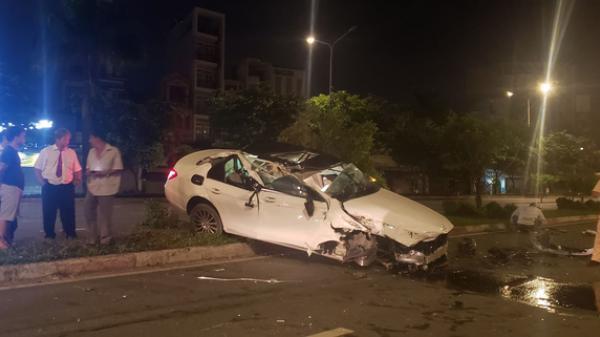 TP.HCM: Chạy vào làn ô tô, 2 thanh niên bị xe container tông nguy kịch