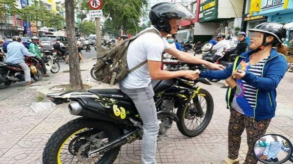 TP HCM: 'Soái ca' đi moto tung cú đá hiểm bắt gọn tên cướp