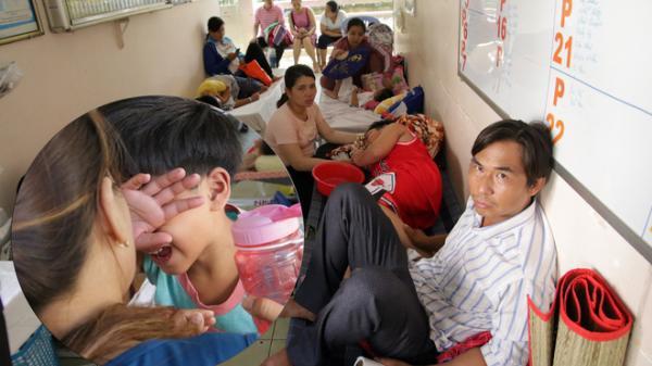 """Một ngày ở BV Nhi tại Sài Gòn: Bệnh nhân nằm """"phơi nắng, phơi sương"""" dọc hành lang bệnh viện"""