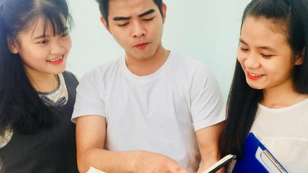 Đại học ở Sài Gòn cấm sinh viên mặc áo không cổ, nhuộm tóc nhiều màu