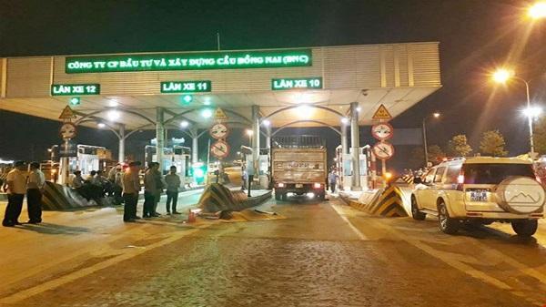 Lặng người trong lễ viếng thiếu tá CSGT bị xe tải cán chết: Mẹ già khóc ngất, con thơ vẫn hồn nhiên đùa nghịch