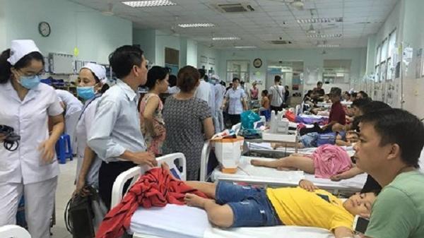 Hơn 30 trẻ ở TP.HCM nhập viện nghi do ngộ độc bánh mì chà bông