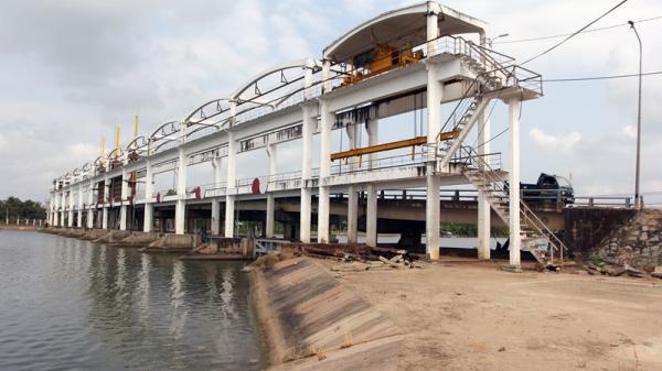 Bến Tre đầu tư gần 857 tỷ đồng xây dựng đê bao ngăn mặn kết hợp với đường giao thông