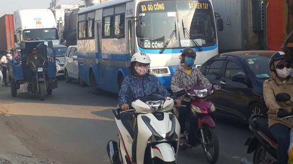 Ngày đầu cấm cầu Bến Lức hướng TP.HCM về miền Tây: Kẹt xe kéo dài hơn 1km