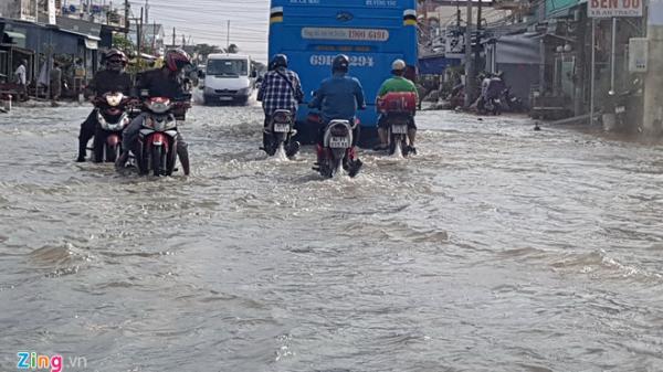 Nhiều đoạn quốc lộ 1 ở miền Tây bị ngập sâu đặc biệt là đoạn kênh xáng Cà Mau - Bạc Liêu