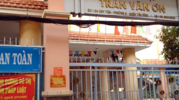 Cô giáo ở Sài Gòn bị đình chỉ vì phạt học trò tự tát