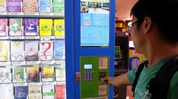 Trải nghiệm máy bán sách tự động đầu tiên dưới lòng đất trung tâm Sài Gòn