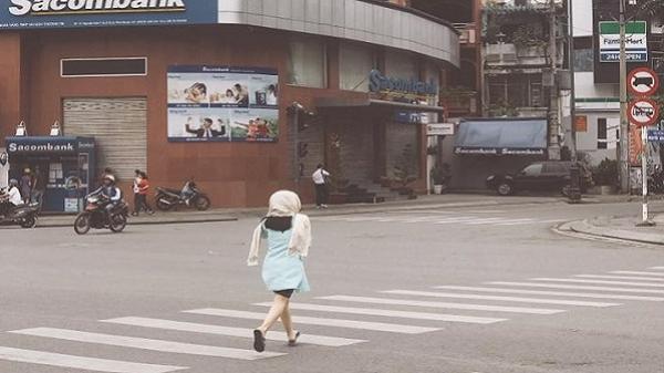 Sài Gòn bất ngờ trở lạnh, người dân thích thú diện áo khoác, co ro xuống phố