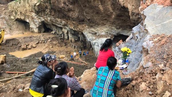 Huy động máy bơm công suất lớn từ Phú Thọ tìm kiếm 2 phu vàng mắc kẹt trong vụ sập hầm vàng tại Hòa Bình