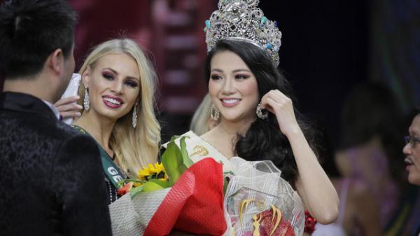 Hoa hậu Phương Khánh đã ấn định ngày về, 1 tuần tham dự hơn 20 talkshow