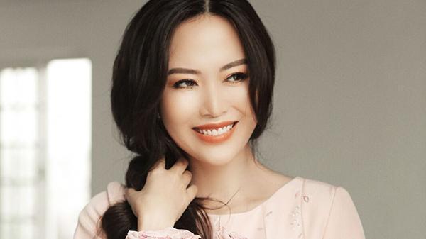 Hoa hậu Thu Thủy ở tuổi 43 vẫn trẻ trung, xinh đẹp như gái đôi mươi