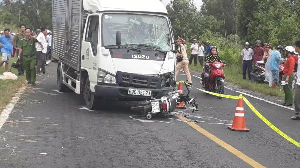 T.ai n.ạn KINH HOÀNG ở Cà Mau: Xe máy và xe tải nát banh, nam thanh niên chê't tại chỗ