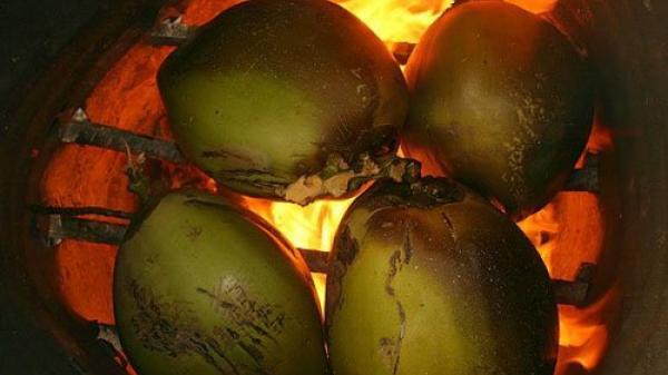 Độc đáo món dừa nướng có 1-0-2 của đất Bến Tre