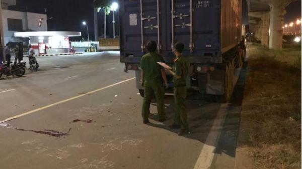 TP.HCM: Văng xa nhiều mét sau khi t.ông vào đuôi xe container, thanh niên 25 tuổi c.h.ết thảm