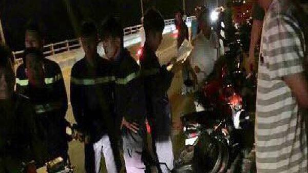 Mặc người đi đường la hét, nam thanh niên để lại xe máy, gieo mình xuống sông Sài Gòn mất tích