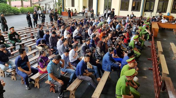 """Hàng trăm người dân Phú Thọ dự phiên tòa xét xử """"vụ đánh b.ạc nghìn tỷ"""""""