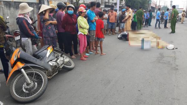 Va quẹt 2 xe máy, người phụ nữ bị xe buýt cán c.hết thảm trên phố Sài Gòn