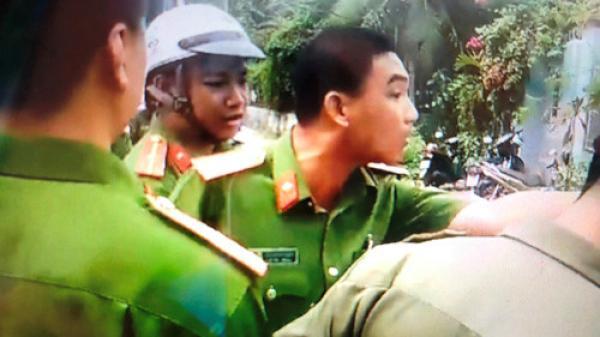 """Clip thiếu tá Công an đòi cởi cảnh phục """"tay đôi"""" với dân ở Sài Gòn"""