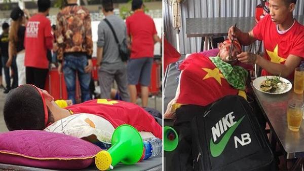 """Trước trận Việt Nam - Malaysia, xuất hiện một hình ảnh khiến người ta """"cay mắt"""" xúc động"""