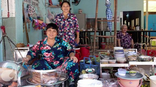 Một sớm Sài Gòn, ghé quán cháo lòng gia truyền 80 năm vẫn nấu bằng thau, ôn chuyện những gánh hát thuở hoàng hoa