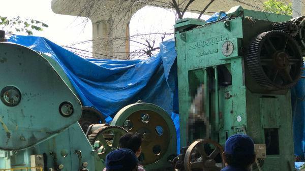 Kinh hoàng phát hiện thi thể người đàn ông trong máy dập sắt