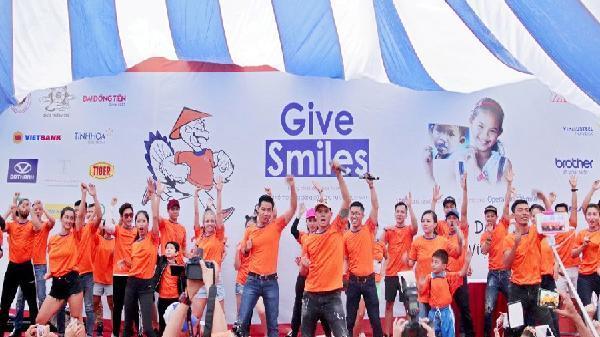 6.000 người tham gia chạy bộ từ thiện gây quỹ mổ hàm ếch cho các em nhỏ