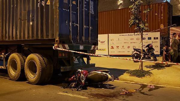 Liên tiếp tai nạn trên đường Phạm Văn Đồng, 3 người bị thương