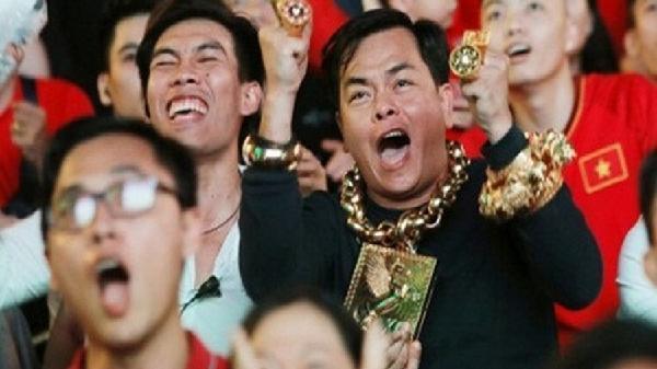 Bí mật 'khủng' của đại gia đeo 13kg vàng cổ vũ tuyển Việt Nam