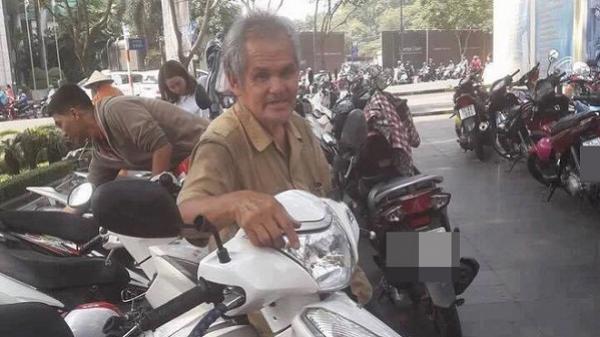 """Bác giữ xe ở Sài Gòn chuyên """"quát mắng"""" khách nhưng ai cũng thích được nghe"""