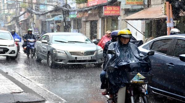 Sài Gòn đón cơn 'mưa vàng' giải nhiệt