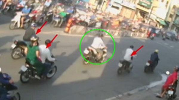 4 tên cướp dàn cảnh đụng xe móc túi 53 triệu đồng