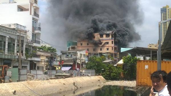 Sài Gòn: Đang cháy lớn tại chợ Kim Biên, khói đen mù mịt