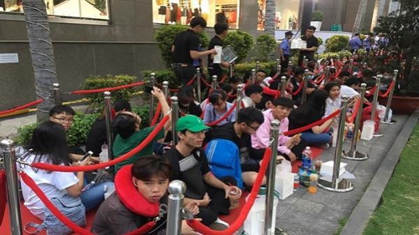SỐC: Giới trẻ Sài Gòn xếp hàng từ khi mặt trời chưa mọc chỉ vì một chiếc túi