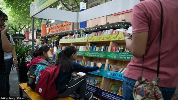 Tủ sách miễn phí - đọc một tặng lại hai đầy thân thương ở Sài Gòn