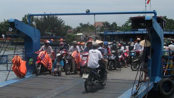 """Chuyến phà """"độc nhất vô nhị"""" ở Sài thành sắp được thay thế bằng cầu"""