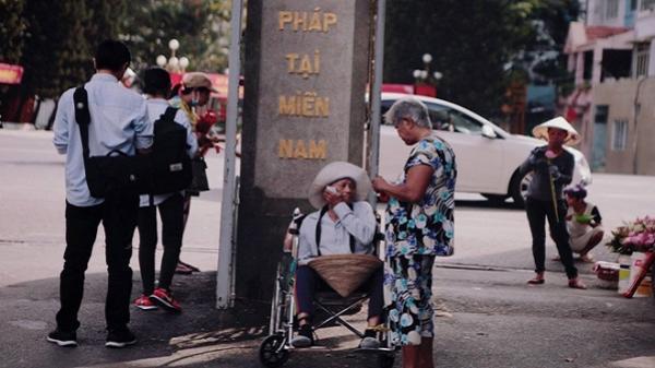 Tình yêu của đôi vợ chồng bán vé số dạo trên phố Sài Gòn khiến bao trái tim rung động