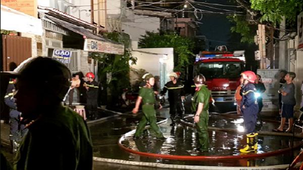 Căn nhà cao 6 tầng bốc cháy ở trung tâm Sài Gòn