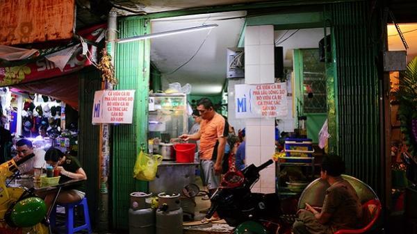 Tiệm mì cá viên cà ri không tên gần hai thập kỷ ở Sài Gòn