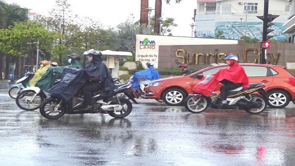 Cơn mưa 'vàng' xua cái nóng trước giờ người Sài Gòn đi làm ngày đầu tuần